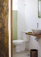 banheiro em eucalipto tratdo casa baixo custo